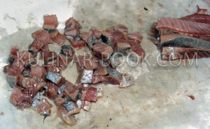 Сельдь нарезанная маленькими кусочками