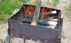 Разведенный мангал для копчения горбуши