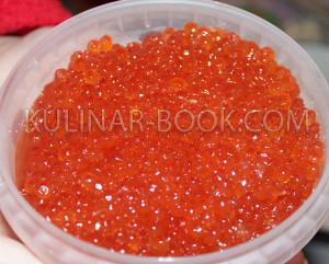 Красная икра для морского салата с кальмарами и креветками