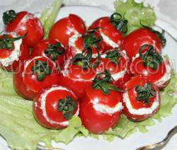 Фаршированные помидоры с креветками и яйцом