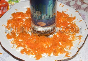 Морковь натертая на средней терке и выложена на блюдо