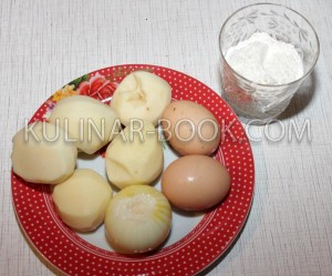 Ингредиенты для картофельных драников, яйца, мука, лук