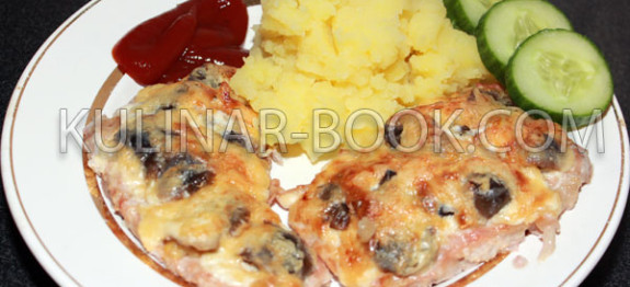 Свинина под сыром с грибами в духовке