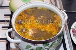 Зажарка добавлена в суп из фасоли с шампиньонами